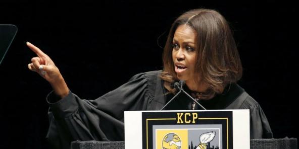 États-Unis : Michelle Obama fait un discours sur la discrimination raciale devant des élèves à Chicago