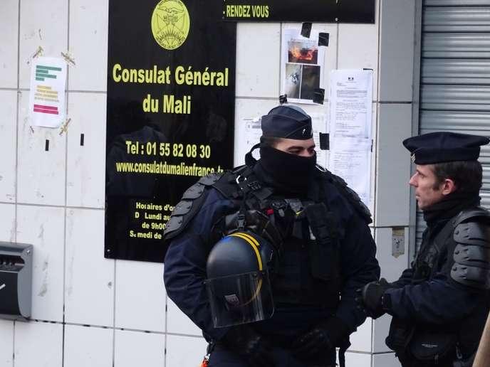 Consulat bloqué à Paris pour faire libérer des prisonniers enfermés au Mali