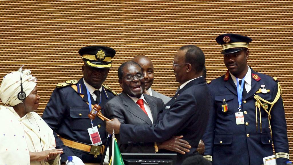 Sommet de l'UA: passage de relais entre Robert Mugabe et Idriss Déby