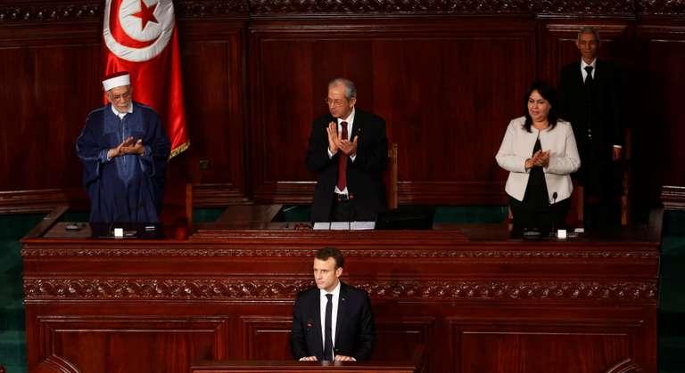Pour le président de la République, qui effectuait une visite en Tunisie, « l'idée qu'on règle la situation d'un pays de façon unilatérale et militaire est une fausse idée »