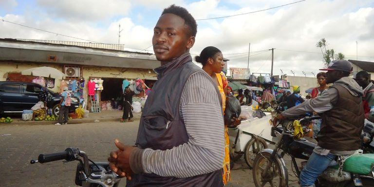 Cameroun : les 33 ans au pouvoir de Paul Biya laissent les jeunes sans illusion