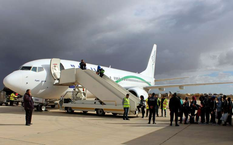 L'Union africaine se dit prête à évacuer des milliers de migrants bloqués en Libye