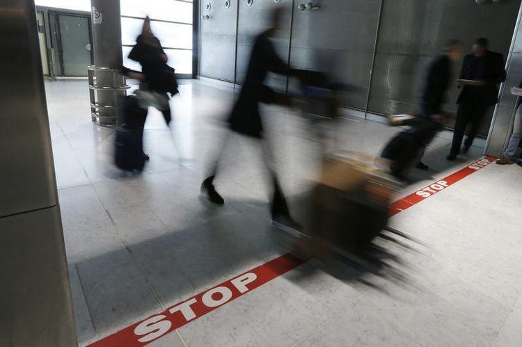 Ebola : les expulsions vers trois pays suspendues