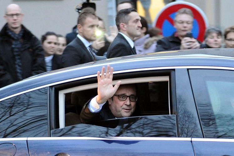 Hollande à la recherche d'un nouvel équilibre