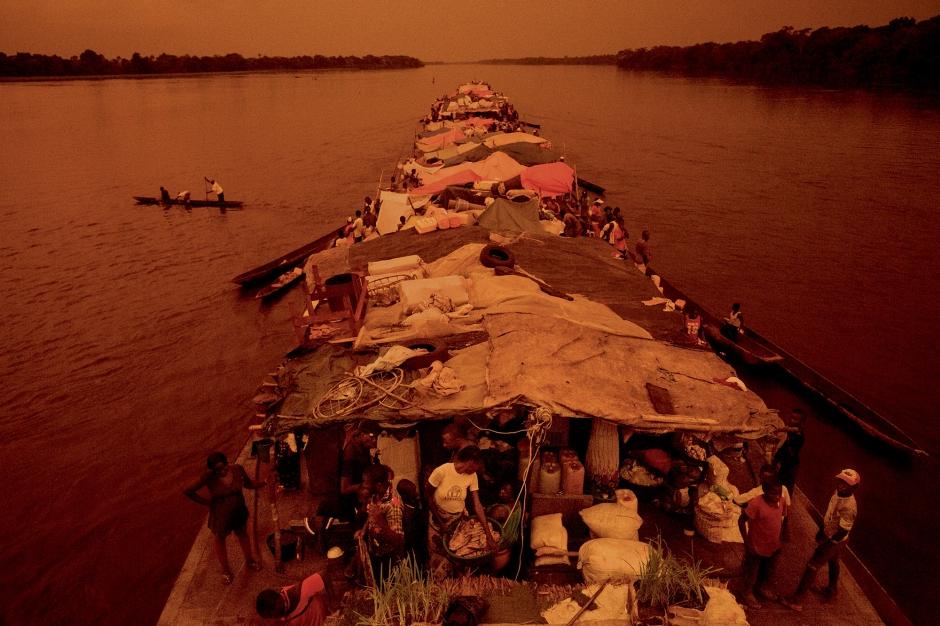 AU COEUR DE L'AFRIQUE / CONGO, LE FLEUVE MÈRE