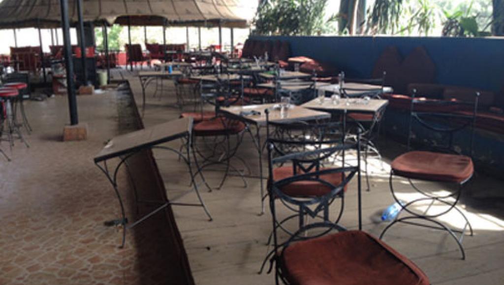 Mali: les enquêteurs se succèdent sur le lieu de l'attentat à Bamako
