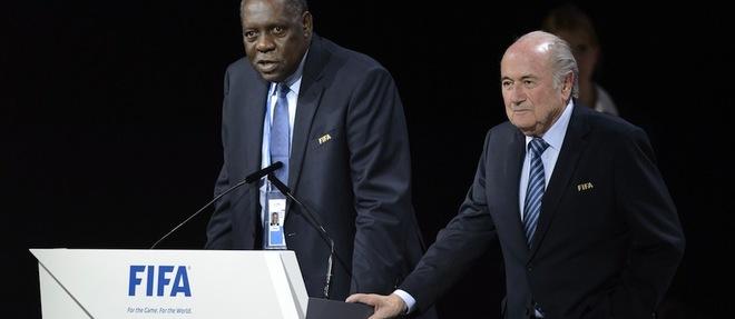 Présidence de la Fifa : périlleux intérim pour Hayatou