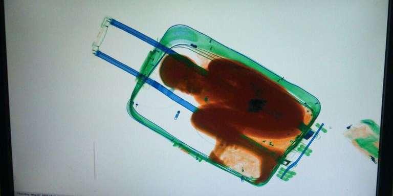 Passer la frontière dans une valise : l'affaire Adou devant la justice à Ceuta
