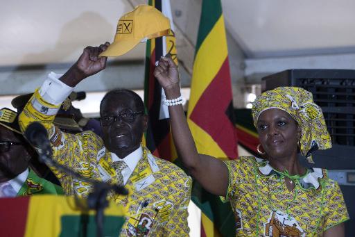 Robert Mugabe, un dirigeant intraitable, populaire en Afrique