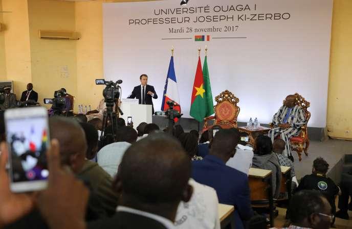 Un an après le discours de Macron à Ouagadougou, la politique africaine de la France a-t-elle changé ?