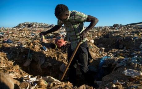 Au Maroc, des migrants survivent dans une décharge en rêvant d'Europe