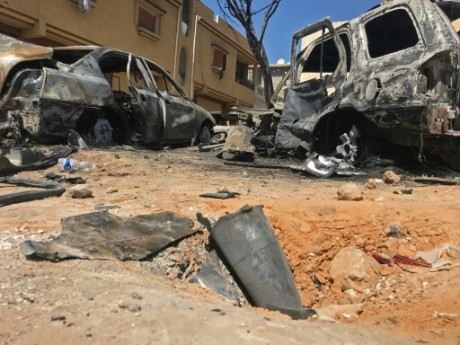 Libye: la communauté internationale divisée, des roquettes sur la capitale
